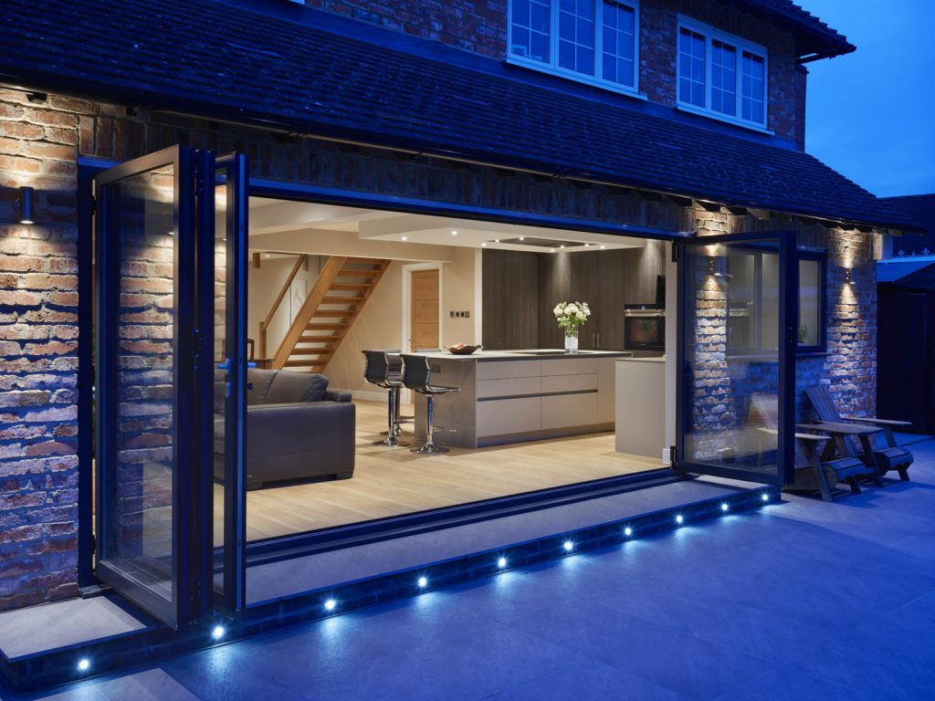 Exterior of modern, contemporary kitchen in Bradfield, Berkshire desiged by Snug Kitchens