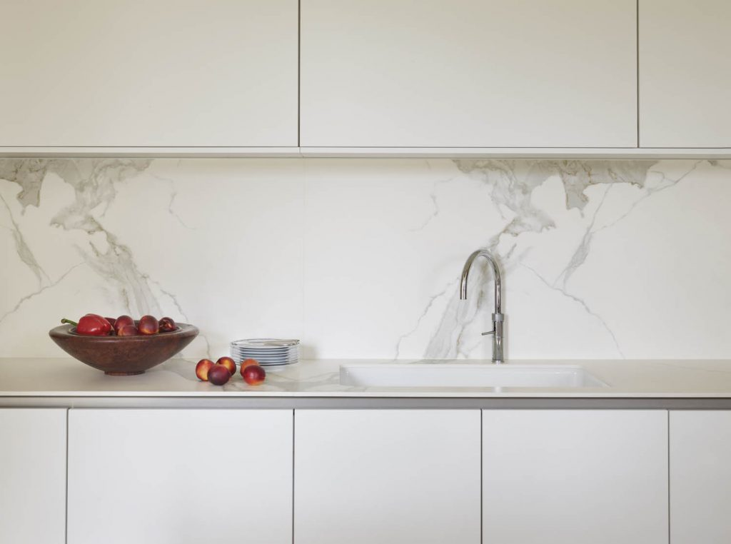 Modern, contemporary style white kitchen marble effect splashback and modern wall and base units